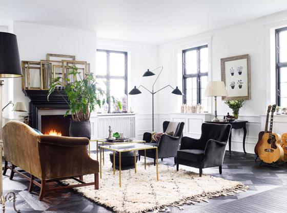 Day-Birger-et-Mikkelsen-living-room-black-white-brass-velvet-beni-ourain-serge-mouille-Lonny-Dec-2012