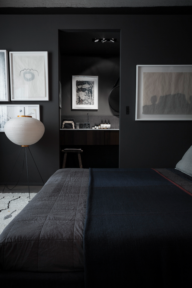 79ideas_dark_bedroom