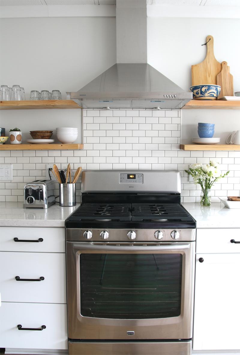 Kitchen Backsplash Design And Oven Range Hood